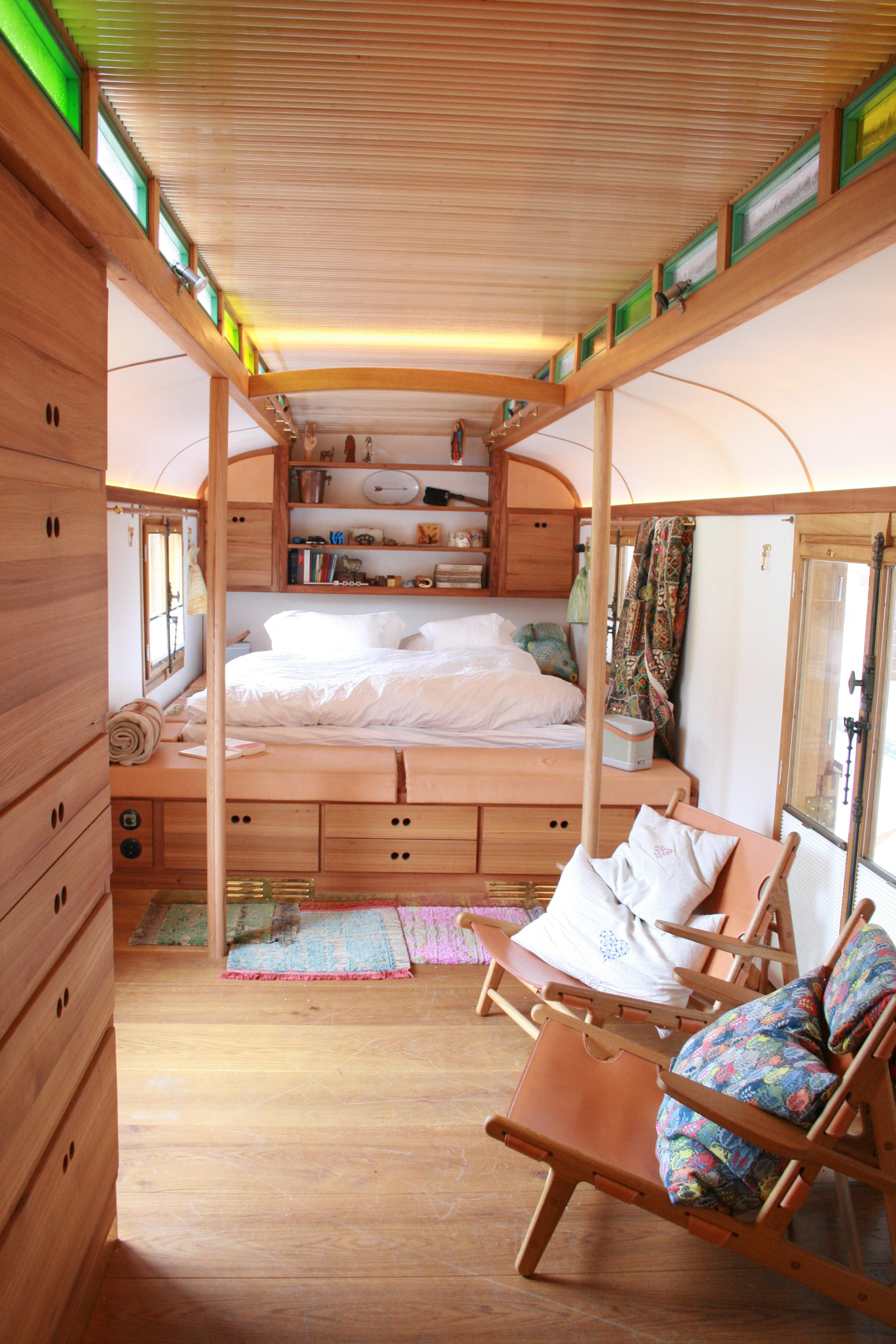 umgebauter zirkuswagen my home is my horst. Black Bedroom Furniture Sets. Home Design Ideas