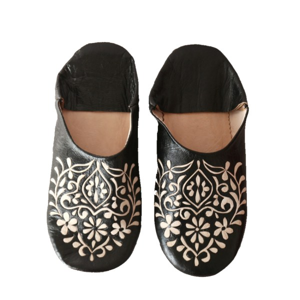 babouche-schwarz-mit-muster-floral-marokko-marrakesch-puschen-hausschuhe-quadr